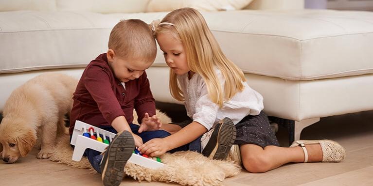 Kinderen op mat mobiel